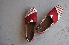 how-to re-cover Toms shoes.