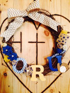 Decorate your dorm door with a homemade ORU wreath!