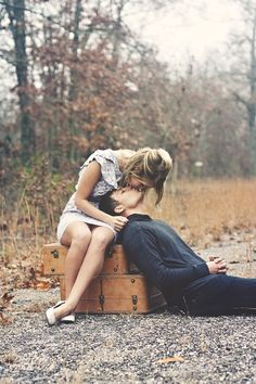 honeymoon, romanc, a kiss, engagement photos, old suitcases