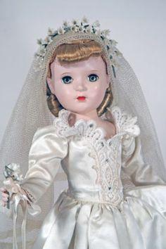 """17"""" 18"""" Vintage MADAME ALEXANDER 1950s Bride doll Hard Plastic Margaret Curlers"""