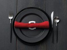 Vampire Place Setting  #inspiration #halloween #tablescape #bbjlinen #bbjtablefashions