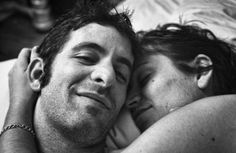 """La batalla que no elegimos. Esta fotografía fue tomada al poco de que la pareja se casara, cuando aún no sabían lo que se les venía encima. """"Al verla, todavía puedo sentir la piel de Jen contra la mía"""", cuenta el fotógrafo en Facebook."""