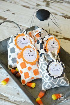 Halloween Treat Bags | theidearoom.net #halloween @DecoArt Inc. Inc. Inc.