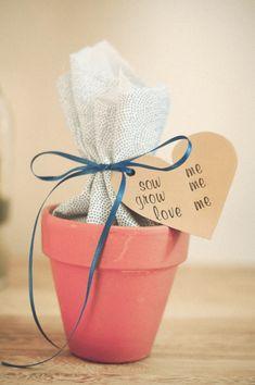 DIY flower bulb wedding favour