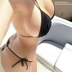 Hot curvy babe in sexy bikini