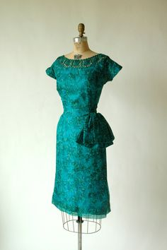 The color on this #vintage wiggle dress is beyond gorgeous!