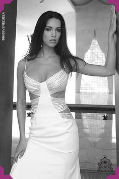 Mónica Spear. Miss Guárico 2004.Miss Venezuela 2004 En el Miss Universo queda como cuarta finalista nuestra representante Mónica Spear.
