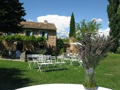 An Australian couple come to the Luberon. http://www.annenaylorcelebrant.com/