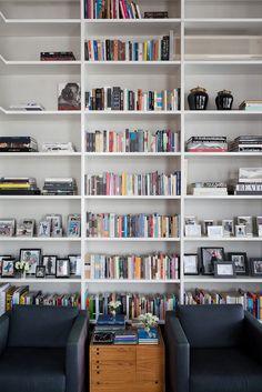 Loft in Itaim by FGMF Arquitetos #design #interior #loft #urban #modern #contemporary #missdesign #bookshelves #house #apartment