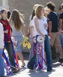 everyday treasures fromThe Domestic Curator: Legendary Homecoming Mum Ideas