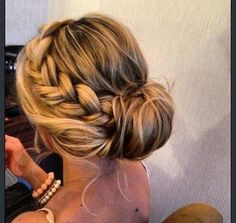 Hairstyle for all of the bridesmaids