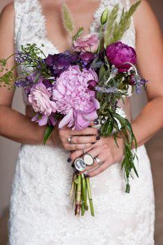 Flores silvestres en este precioso ramo de #novia #bodas #ideas #Innovias