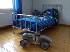 Steigerbuis binnen meubels on pinterest haken vans and frames - Eigentijdse bed tafel ...