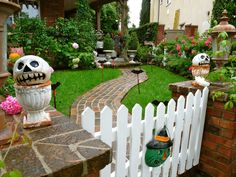 shabby chic, orange county, front gate, oranges, halloween front