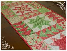 tutorial  - christmas table runner patchwork stars flying geese @ thesewingchick