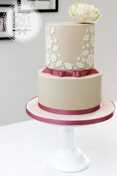 Plunging lace - Cake by covecakedesign