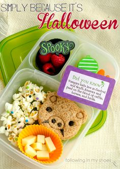 Simple Halloween Kid Food    packed in an @EasyLunchboxes containers