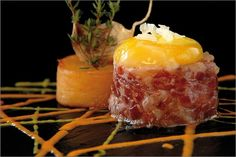 Hamburguesa de Jamón Ibérico de Bellota http://7bellotas.com/ con yema a baja temperatura y patata confitada
