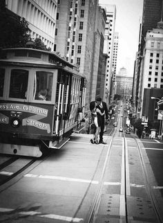 Great San Francisco engagement photography - looks like it's out of a movie!  Makes me wish I had great engagement photos!