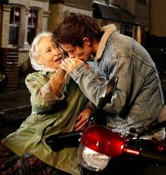 Louis in the 'Midnight Memories' music video! What is this video even gonna be hahaha I love it!!! x'D