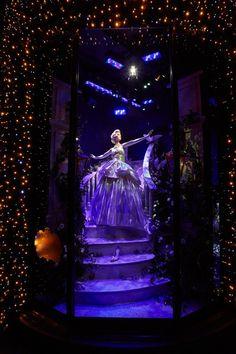 HARRODS' DISNEY PRINCESS HOLIDAY WINDOWS REVEALED! - Cinderella