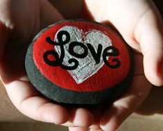 10 of the cutest painted rock ideas that Rock for VaLeNTiNeS DaY -  A Natural craft idea :)