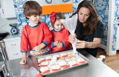Eleni shows her kids (ages 3 & 4) how to frost the cookies for the holidays. #holidaycookies #DIY #familydecorating