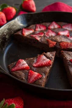 No-Fuss Skillet Chocolate Cake #glutenfree #grainfree #paleo