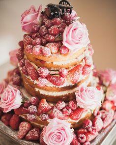 victoria sponge wedding cake berries