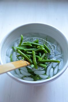 How to Blanche Vegetables - www.countrycleaver.com  Learn how to blanche and prep all your fresh garden vegetables for summer canning and more!