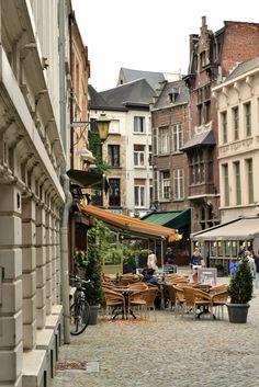 Blauwmoezelstraat #Antwerp | photo: Lisa Hjalt