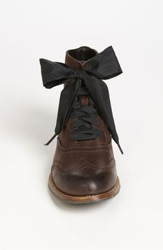 Boot with bow. WANT