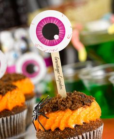 These Halloween party ideas are perfect for your next bash! The Eye Got You design by @peartreegreet is a fun design to get your guests in the mood for Halloween! #halloween #eyeball #halloweenpartyideas #peartreegreetings