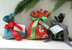 Fat Quarter Gift Bags, A 15 Minute Project - finished with french seams, so there's no need to line.