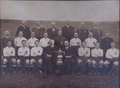 """Bolton Wanderers Football Club, Ganador de la """"FA Cup""""1923. Foto tomada en el Parque Burnden."""