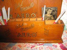 Detail of the Deco Aero needle stand. (next)