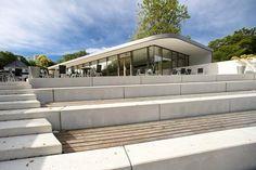 GeoCenter Møns Klint in Denmark uses Rockfon's MonoAcoustic - Industrial Black ceiling for a high level of sound absorption. #center #rockfon #ceiling #blackceiling #industrial #archello #architecture #architects #design #denmark