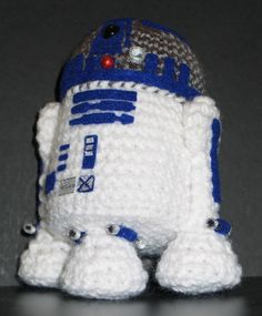 Mom, i think i know a boy who might like this!!! star wars R2-D2 crochet doll | R2-D2 guerre stellari all'uncinetto