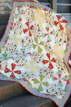 Prairie Pinwheel Baby Quilt-- a free quilt tutorial from The Cloth Parcel.