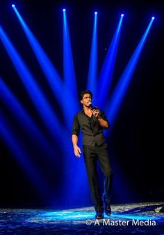 True Megastars like SRK entertains with every inch of their being. Slam Vancouver!