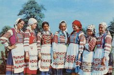 Belarusian folk costumes (I don't know from which region)
