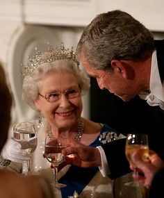 George Bush toasts Queen Elizabeth