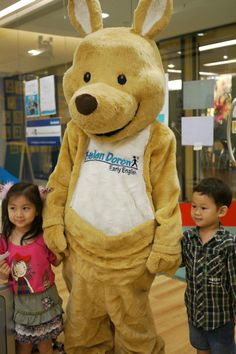 Kangi visits a mall in Bangkok, Thailand to the delight of all ages!  #helendoronenglish  #franchise #ESL #EFL