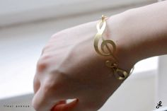 Musical note bracelet by FleurAvenue.