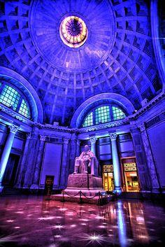 Ben Franklin Memorial Statue by The Franklin Institute Science Museum, via Flickr (Darryl Moran)