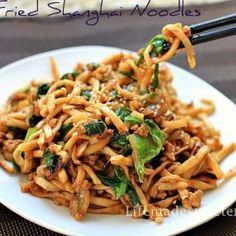 Slow cooker / Crockpot Chicken Lo Mein - Life made Sweeter.# slow cooker healthy recipes