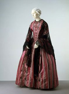 United Kingdom 1845-1850  Silk satin, lined with cotton, edged with brush braid, hand-sewn