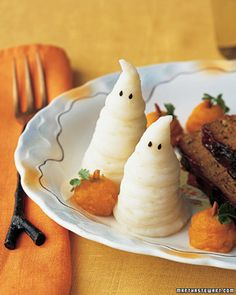 This is so cute. Doubtful I'll ever be the mom that's put together well enough to have time for this. Mashed potato ghosts and sweet potato pumpkins to go with the mummy hot dogs for Halloween dinner!!