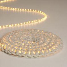 DIY  :: Crochet around rope light to make an outdoor floor mat. ( http://grosgrainfabulous.blogspot.ca/2012/10/glowing-rope-rug-diy.html )