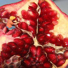 How to Remove Pomegranate Seeds remov pomegran, pomegran seed, food, seeds, pomegranates, assort recip
